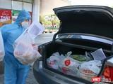 Một shipper ở Đà Nẵng dùng ô tô đi mua hàng giao cho khách