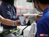 Lực lượng chức năng Đà Nẵng tiếp tục kiểm soát người ra đường bằng giấy QRCode