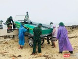 Lực lượng Bộ đội Biên phòng giúp người dân Đà Nẵng ứng phó với bão số 5