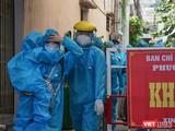 Người dân sinh sống tại kiệt 90 đường Đống Đa (phường Thuận Phước, Đà Nẵng) phải di dời do có ca mắc COVID-19 mới.