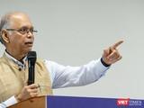 Nhà báo Nayan Chanda hiện là Giáo sư Đại học Ashoka (Ấn Độ). Ảnh: Luân Nguyễn.