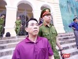 Bị cáo Nguyễn Minh Hùng – nguyên Chủ tịch HĐQT, TGĐ VN Pharma rời tòa sau phiên xử chiều 24/9