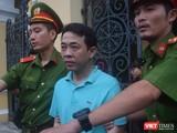 Bị cáo Nguyễn Minh Hùng bị áp giải về trại giam sau phiên tòa