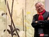 Nhà nghiên cứu mỹ thuật Ngô Kim Khôi bên bức tranh của họa sĩ Lê Văn Đệ vừa bán thành công với giá hơn 9,3 tỷ đồng