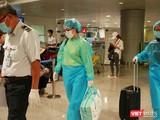 Hành khách về từ Hàn Quốc được kiểm tra y tế kỹ càng và đưa về các khu cách ly (Ảnh: Trung tâm Kiểm dịch Y tế Quốc tế TP.HCM)