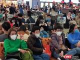 TP.HCM đã làm gì để chống ùn tắc hơn 1.000 người nhập cảnh tại sân bay khi triển khai lấy mẫu xét nghiệm tại chỗ (Ảnh: Hòa Bình)