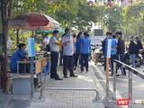 Chỉ còn các SV tình nguyện được phép vào khu vực cách ly để tập huấn (Ảnh: Hòa Bình)