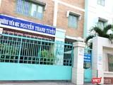 Trường tiểu học Nguyễn Thanh Tuyền đang đóng cửa, cho học sinh nghỉ học (Ảnh: Hòa Bình)