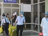 Ca bệnh số 22 người Anh sau 3 lần âm tính, tạm biệt bệnh viện Đà Nẵng, đến TP.HCM để quá cảnh đi Anh đã có kết quả dương tính trở lại (Ảnh: Hồ Xuân Mai)