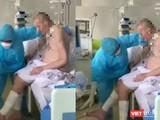 Những hình ảnh mới nhất cho thấy bệnh nhân 91 đã có thể ngồi dậy, đung đưa chân, bắt đầu tập ăn qua đường tiêu hóa (Ảnh cắt từ clip)