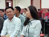 Bị cáo Vũ Thụy Hồng Ngọc (vợ cũ của BS Chiêm Quốc Thái) có mặt tại phiên xử sáng 19/6 (Ảnh: Hòa Bình)