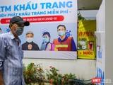 """Cây """"ATM khẩu trang"""" đầu tiên phát miễn phí cho người nghèo đặt tại quận Tân Phú, TP.HCM (Ảnh: NVCC)"""