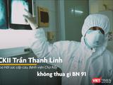 """BS Trần Thanh Linh từ khu điều trị bệnh nhân nặng COVID-19 tại """"tâm dịch"""" Đà Nẵng cho hay BN416 tổn thương phổi không thua gì BN91, tiên lượng nặng (Ảnh: Hòa Bình chụp màn hình video)"""