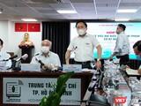 Ông Từ Lương, Giám đốc Trung tâm Báo chí TP.HCM phát biểu tại buổi thông tin về trường hợp đại biểu Quốc hội Phạm Phú Quốc có hai quốc tịch (Ảnh: Hòa Bình)