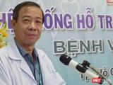TS. BS Nguyễn Văn Vĩnh Châu – Giám đốc BV Bệnh Nhiệt đới TP.HCM đã cắt băng khai trương hệ thống telemedicine khám chữa bệnh từ xa (Ảnh: Hòa Bình)