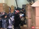 Cơ quan chức năng thu giữ hơn 40.000 cuốn sách giả, sách lậu (Ảnh: FNS)