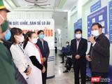 Thứ trưởng Bộ Y tế Đỗ Xuân Tuyên -trưởng đoàn công tác của Ban Chỉ đạo Quốc gia phòng, chống dịch COVID-19 đi kiểm tra địa bàn tỉnh Lào Cai (Ảnh: BYT)
