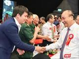 Hoàng Tuấn Anh gặp Thủ tướng Chính phủ tại Lễ vinh danh Công dân trẻ tiêu biểu 2020 (Ảnh: NVCC)