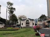 Nhà hát thành phố hiện tại nằm gần ga tàu điện ngầm trung tâm, có vị trí đẹp, dễ thu hút khách (Ảnh: Hoà Bình)