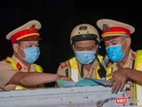 Các lực lượng phòng, chống COVID-19 tại chốt kiểm soát dịch bệnh (Ảnh: Trần Linh)