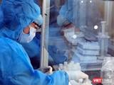 Xét nghiệm khẩn cấp cho cư dân trong chùm siêu lây nhiễm liên quan đến Hội thánh truyền đạo Phục hưng - Ảnh: HCDC