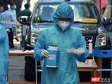 Xét nghiệm khẩn cấp cho cư dân trong vùng phong toả - Ảnh: CDC TP.HCM