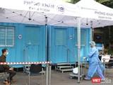 Phòng khám áp lực âm dã chiến được triển khai tại bệnh viện ĐH Y Dược TP.HCM từ những đợt lây nhiễm đầu tiên - Ảnh: Hòa Bình