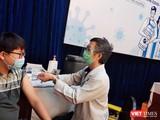 Tiêm chủng vaccine COVID-19 cho người dân TP.HCM - Ảnh: Hoà Bình