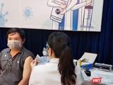 TP.HCM tiếp tục tiêm 930.000 liều vaccine COVID-19 trong khoảng 2-3 tuần liên tiếp (Ảnh: Hoà Bình)