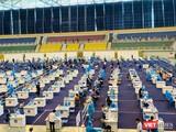 Tiêm chủng COVID-19 tại Nhà thi đấu Phú Thọ gây ý kiến hai chiều (Ảnh: CTV)