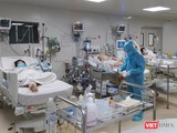 Điều trị bệnh nhân COVID-19 nặng - Ảnh: HCDC