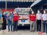 Xe cấp cứu cộng đồng được trao tặng cho tâm dịch TP.HCM