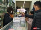 """Công an TP. Hà Nội đã tiến hành kiểm tra, xử lý các cơ sở kinh doanh, nhà thuốc có hoạt động tăng giá cao, """"chặt chém"""" người dân mua khẩu trang y tế phòng ngừa dịch bệnh do chủng mới của virus Corona."""