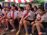 Nhiều người dân cho rằng cho học sinh nghỉ đến hết tháng 3 sẽ ảnh hưởng học tập, đặc biệt với các em cuối cấp. Ảnh minh họa: Anh Lê