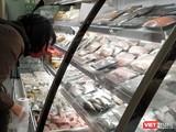Các siêu thị ở Hà Nội luôn có lượng thực phẩm dồi dào trong những ngày thực hiện cách ly xã hội. Ảnh: Anh Lê.