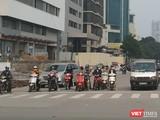 Những ngày gần đây, người dân Hà Nội có xu hướng ra đường trở lại. Ảnh chụp ngày 10/4.