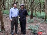 Ông Phạm Minh Chính và tác giả Xuân Ba trong một chuyến công tác.
