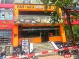 Nhà hàng món Âu tại 106 Trần Thái Tông đã bị phong tỏa sáng nay. Ảnh: Khánh Linh.