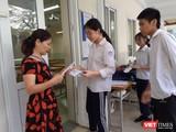 Thí sinh làm thủ tục dự thi THPT quốc gia 2019. Ảnh: Minh Thúy