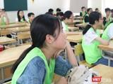 Học sinh chăm chú nghe giảng. Ảnh: Minh Thúy