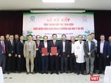 Lễ ký kết thỏa thuận hợp tác toàn diện giữa Bệnh viện Bạch Mai và Trường Đại học Y Hà Nội. Ảnh: Minh Thúy