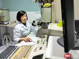 Cán bộ làm việc tại Viện Vệ sinh Dịch tễ Trung ương. Ảnh: Minh Thúy