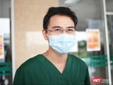 BS. Phạm Văn Phúc – Khoa Hồi sức tích cực, Bệnh viện Bệnh Nhiệt đới Trung ương cơ sở 2. Ảnh: Minh Thúy