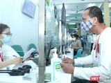 Bệnh nhân thanh toán viện phí tại Bệnh viện Hữu nghị Việt Đức (Ảnh: Thảo My)