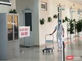 Nhân viên y tế tại khu vực cách ly đặc biệt phòng COVID-19 (Ảnh - Minh Thuý)