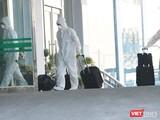 Nhân viên y tế về từ sân bay (Ảnh - Minh Thuý)