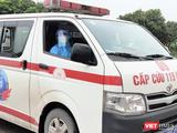 Xe cấp cứu chở bệnh nhân COVID-19 (Ảnh - Minh Thúy)