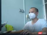 Nguyễn Văn Dưỡng – Phó Trưởng Khoa Điều trị, Bệnh viện dã chiến số 1 Bắc Ninh – sáng tạo ra phần mềm nhập dữ liệu của bệnh nhân COVID-19 (Ảnh - Lê Minh, nguồn - BYT)