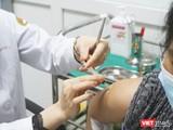 Tình nguyện viên được tiêm vaccine phòng COVID-19 (Ảnh - Minh Thuý)