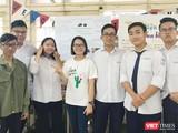Cô Phạm Thị Hoa (ở giữa) là giáo viên Toán có nhiều năm kinh nghiệm trong luyện thi Đại học